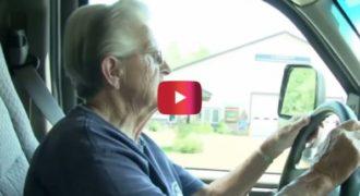 Είναι 87 χρονών αλλά εξακολουθεί να κάνει τη δουλειά που Αγαπάει. Περιμένετε όμως να δείτε τι είναι…