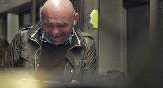 Η Coca-Cola έκανε ένα κοινωνικό πείραμα για να δείξει ότι το γέλιο είναι μεταδοτικό.