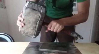 Μηχανικός έφτιαξε το σφυρί του Θορ και είναι ο μόνος που μπορεί να το σηκώσει!