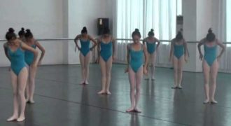 Επισκέφτηκαν μια σχολή χορού στην Κίνα. Αυτό που είδαν θα κάνουν τα κόκαλα σας να πονέσουν!