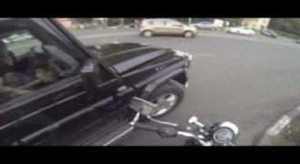 Αυτή είναι η Ρωσίδα μηχανόβια που αποδίδει…Δικαιοσύνη εν κινήσει (βίντεο)