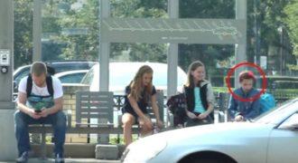 Κάνουν bullying σε αυτό το κoρiτσι σε μια στάση λεωφορείου. Αυτό που συμβαίνει στη συνέχεια θα σας καταπλήξει.