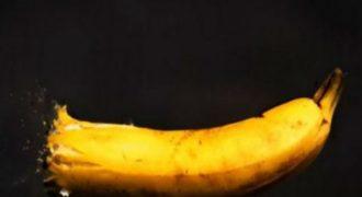 Το βίντεο που θα βάλετε να παίζει όλη μέρα – Τί θα συμβεί σε αυτή τη μπανάνα; (VIDEO)