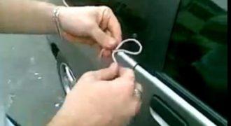 Απίστευτο: Δείτε πώς ξεκλειδώνουν αυτοκίνητο σε μόλις 10 δευτερόλεπτα με ένα κορδόνι… (Βίντεο)