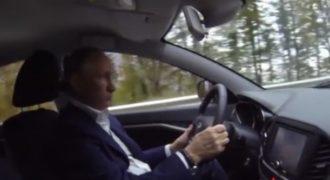 Το test drive του Πούτιν – Ο Ρώσος πρόεδρος το… «πάτησε λίγο» (Βίντεο)
