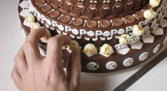 Μαγικό ! Τοποθέτησε ένα Ποπ Κόρν και αμέσως ολόκληρη η τούρτα…  (Βίντεο)