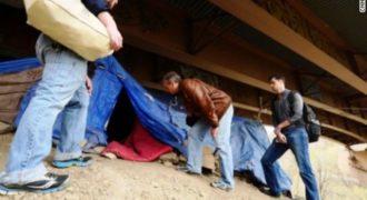 «Ηρωας της χρονιάς» ο γιατρός που φρόντιζε τους φτωχούς ντυμένος ζητιάνος
