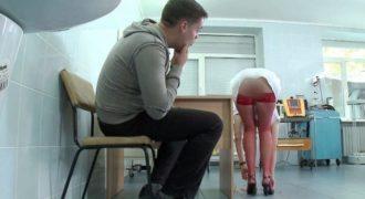 Η νοσοκόμα που τρέλανε τους ασθενείς με… τα χάπια της! (Βίντεο)