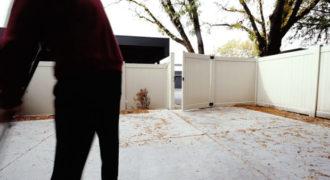 Δες ένα έξυπνο κόλπο για να καθαρίζεις εύκολα την αυλή!! [video]