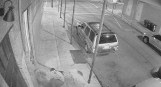 Πήγε να σώσει μια γυναίκα από τον βιαστή και έβγαλε όπλο και τον πυροβόλησε. (Βίντεο)