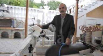 Βίντεο: Τέλος η βενζίνη: Φουλάρει… τη μηχανή με νερό και κάνει 10χλμ!Από Έλληνα Εφευρέτη!