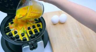 Έριξε ένα αυγό μέσα σε μια μηχανή για βάφλες. Δεν είχαμε καν την ιδέα ότι μπορεί να γίνει αυτό!