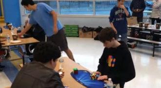 14χρονος έλυσε τον κύβο του Ρούμπικ σε μόλις 4,9 δευτερόλεπτα! Νέο παγκόσμιο ρεκόρ! (Βίντεο)