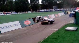 Αυτοκίνητο σε ράλι κόβεται στη μέση και συνεχίζει την πορεία του (Βίντεο)