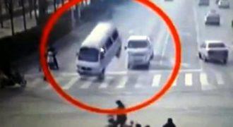 Απίστευτο βίντεο: Δείτε αυτοκίνητα να σηκώνονται στον αέρα από μια ανεξήγητη «δύναμη»
