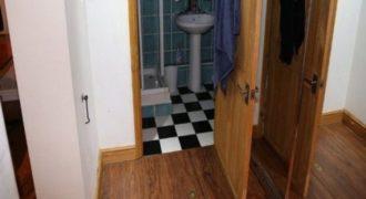 Νοίκιασε μια μικρή γκαρσονιέρα και βρήκε ένα τεράστιο σπίτι κάτω από τα πόδια του!