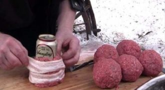 Τυλίγει μπέικον και κιμά γύρω από ένα Τενεκεδάκι μπύρας. Το Αποτέλεσμα; ΠΑΝΔΑΙΣΙΑ Γεύσεων!