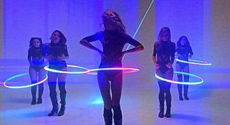 Ένας πολύ εντυπωσιακός χορός με Hula hoop από πανέμορφές καλλίγραμμες γυναίκες. (Βίντεο)