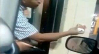 Υπάλληλος εταιρίας φαστ φουντ δελεάζει άστεγο με φαγητό και στη συνέχεια κάνει κάτι που προκαλεί αποτροπιασμό (Video)