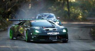 Ένας επικός αγώνας μεταξύ μιας Lamborghini Murcielago και ενός Ford Mustang. (Βίντεο)