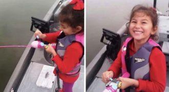 H μικρούλα που ψάρεψε λαβράκι 3 κιλών με καλάμι της Barbie!