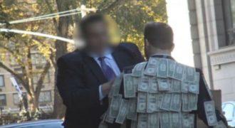 Τοποθέτησε στο σακάκι του μερικά δολάρια και δείτε πως αντιδράει ο κόσμος. (Βίντεο)