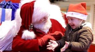 Το βίντεο που συγκίνησε το youtube: Αϊ Βασίλης μιλά στη νοηματική με ένα μικρό κορίτσι!