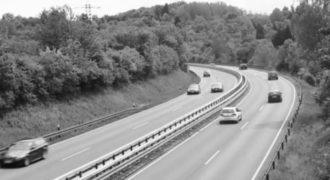 Απίστευτο: Αυτοκίνητο… ξαφνικά χάνεται από προσώπου γης! (Βίντεο)