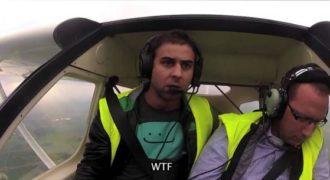Ο πιλότος λιποθυμάει την ώρα της πτήσης και εκεί τα χάνει η αντίδραση του; Σοκαριστική!