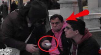 Βίντεο:Τον πλησίασαν να του πουλήσουν «Φούντα» στο κέντρο της Αθήνας. Δεν περίμενε αυτό που…