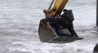 Δείτε πως διασχίζουν το ποτάμι στην Ρωσία. Πρακτικό… (Βίντεο)