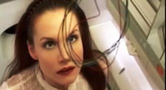 Απίστευτη τύπισσα- Έκανε όλη αυτήν την διαδικασία για να καταφέρει να καπνίσει μέσα στην τουαλέτα του αεροπλάνου!