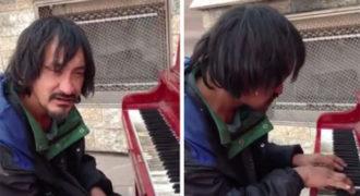 Κανείς δεν έδινε σημασία σε αυτόν τον άστεγο, μέχρι που έκατσε σε ένα πιάνο που βρήκε στον δρόμο… (Video)