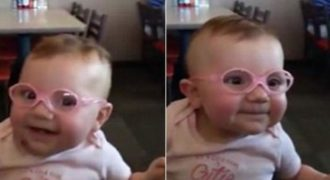 Μωρό βλέπει τους γονείς του για πρώτη φορά (VIDEO)