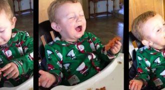 Μωρό δοκιμάζει μπέικον για πρώτη φορά και η αντίδραση του δεν περιγράφεται με λέξεις (Video)