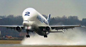 Το πελώριο αεροπλάνο που κατασκευάστηκε για να μεταφέρει… αεροπλάνα!