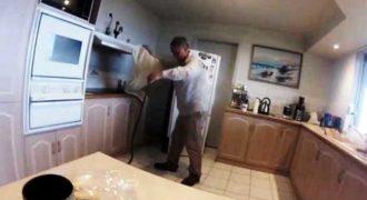 Βρήκε φίδι πίσω από το ψυγείο του, αλλά αυτό ΔΕΝ ήταν το χειρότερο…(Βίντεο)