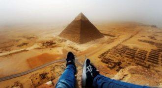 Σκαρφαλώνοντας την πυραμίδα της Γκίζα (Βίντεο)