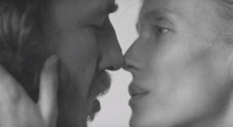 Γυμνός μαζί με την γυναίκα του ο Κάρλες Πουγιόλ (Video)