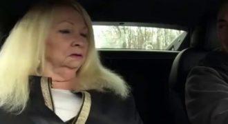 Δείτε την επική αντίδραση της γιαγιάς όταν την έκανε βόλτα ο εγγονής της με ένα γρήγορο σπορ αυτοκίνητο!