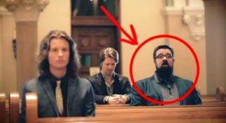 Ξεκίνησε να τραγουδάει σε μια άδεια εκκλησία… Αυτό του συμβαίνει στην συνέχεια…!!