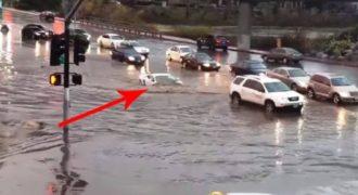 Μια Lamborghini έγινε υποβρύχιο μέσα στις πλημμύρες.! (Βίντεο)