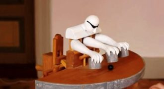 """Ξύλινο παιχνίδι """"εδώ παπάς εκεί παπάς""""! (Video)"""