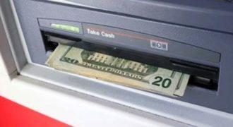 Πως θα αντιδρούσατε αν βρίσκατε ξεχασμένα λεφτά σε ένα ATM;