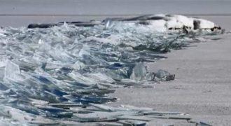 Αυτά τα παγωμένα κύματα μοιάζουν με βουνό από τζάμια!