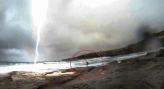 Κεραυνός κόντεψε να χτυπήσει μια κοπέλα στην παραλία!