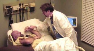 Βρισκόταν σε Κώμα για 10 Χρόνια. Όταν Ξυπνάει, ο Γιατρός του Ανακοινώνει Αυτό, που του Αλλάζει Όλη του τη Ζωή…