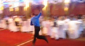 Έχετε δει σερβιτόρους σε Αφγανικό γάμο; Δεν θα το πιστεύετε… (Βίντεο)