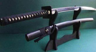 Τι γίνεται αν πυροβολήσεις ένα σπαθί Katana σημαδεύοντας ακριβώς την κόψη του; (Βίντεο)