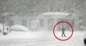 Περπάτησε 10 μίλια εν μέσω Χιονοθύελλας για μια συνέντευξη για Δουλειά. Αυτό που έγινε στο τέλος όμως… Δεν το περίμενε ποτέ!